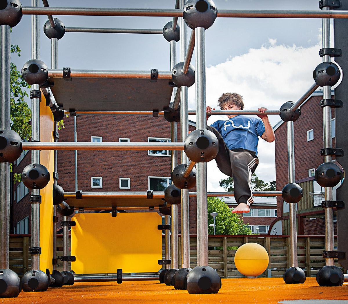 free running equipment climbing frame