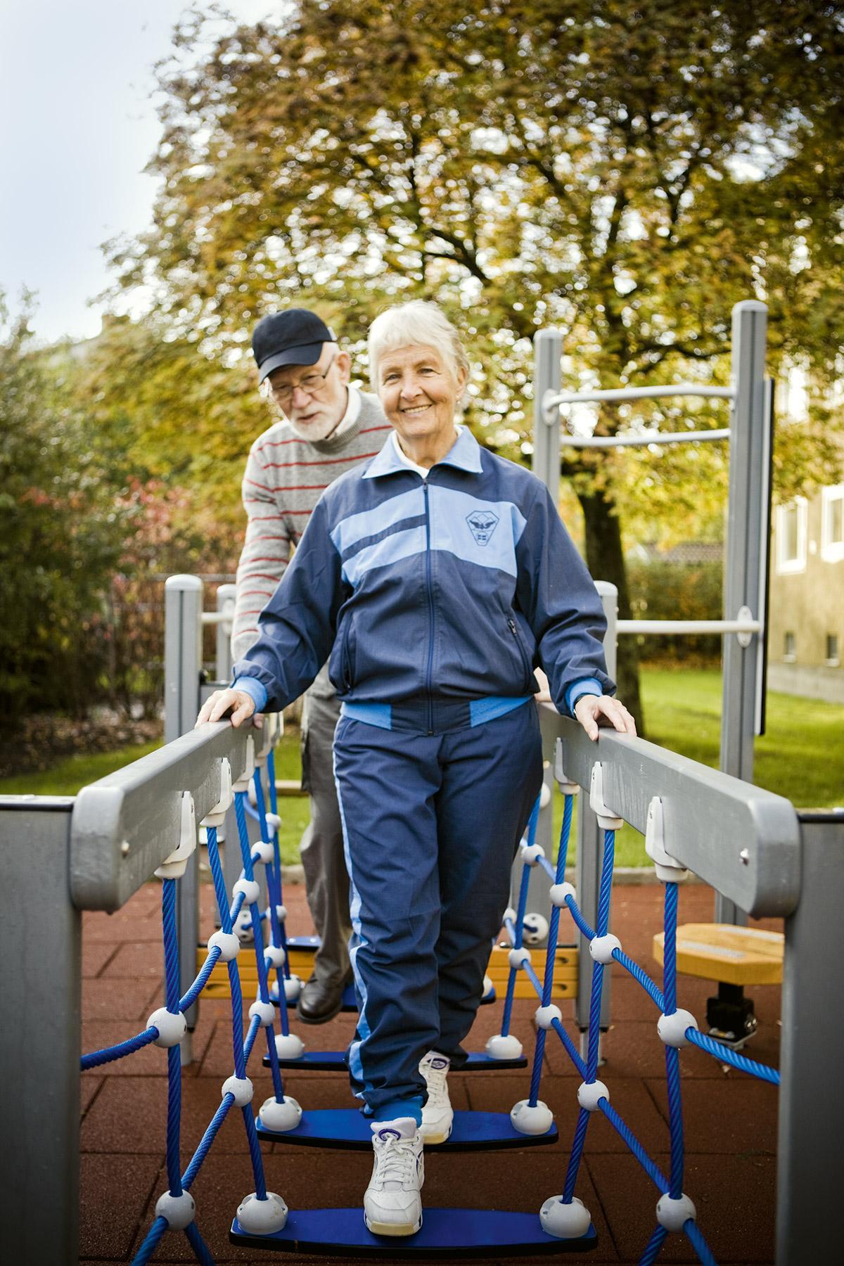 fitness park wobble bridge