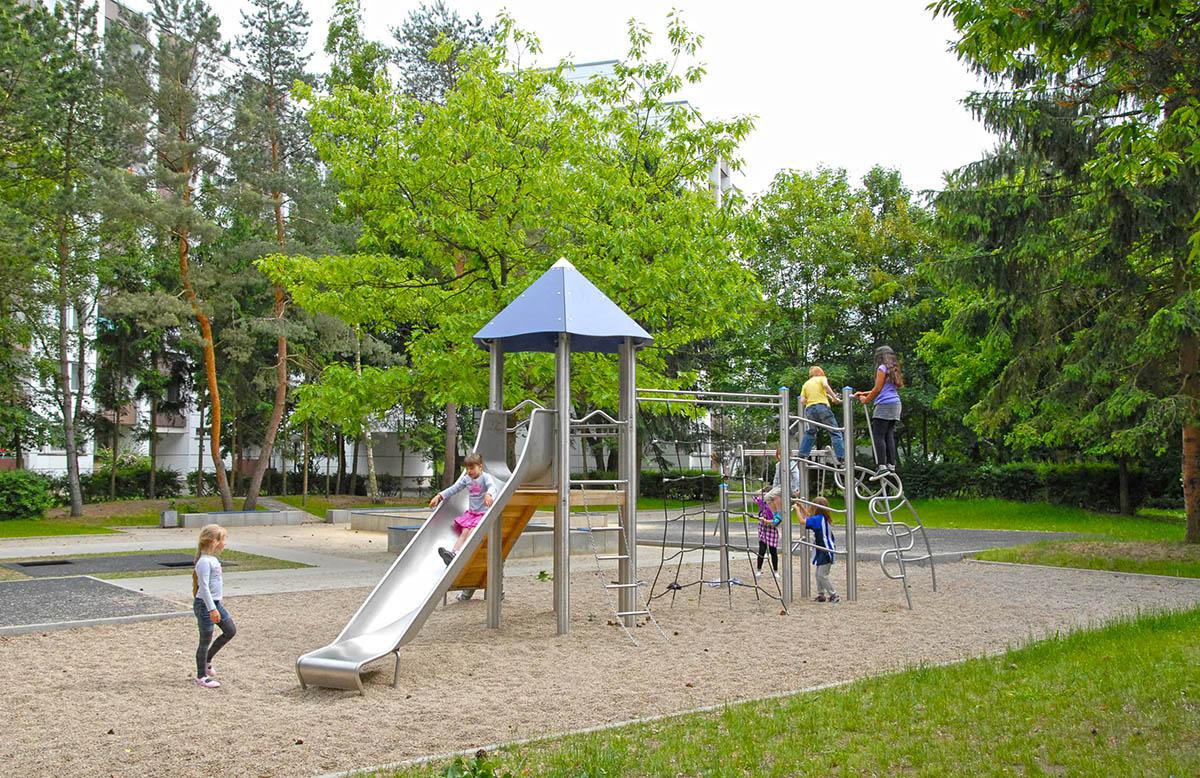 robinia climbing frame with slide